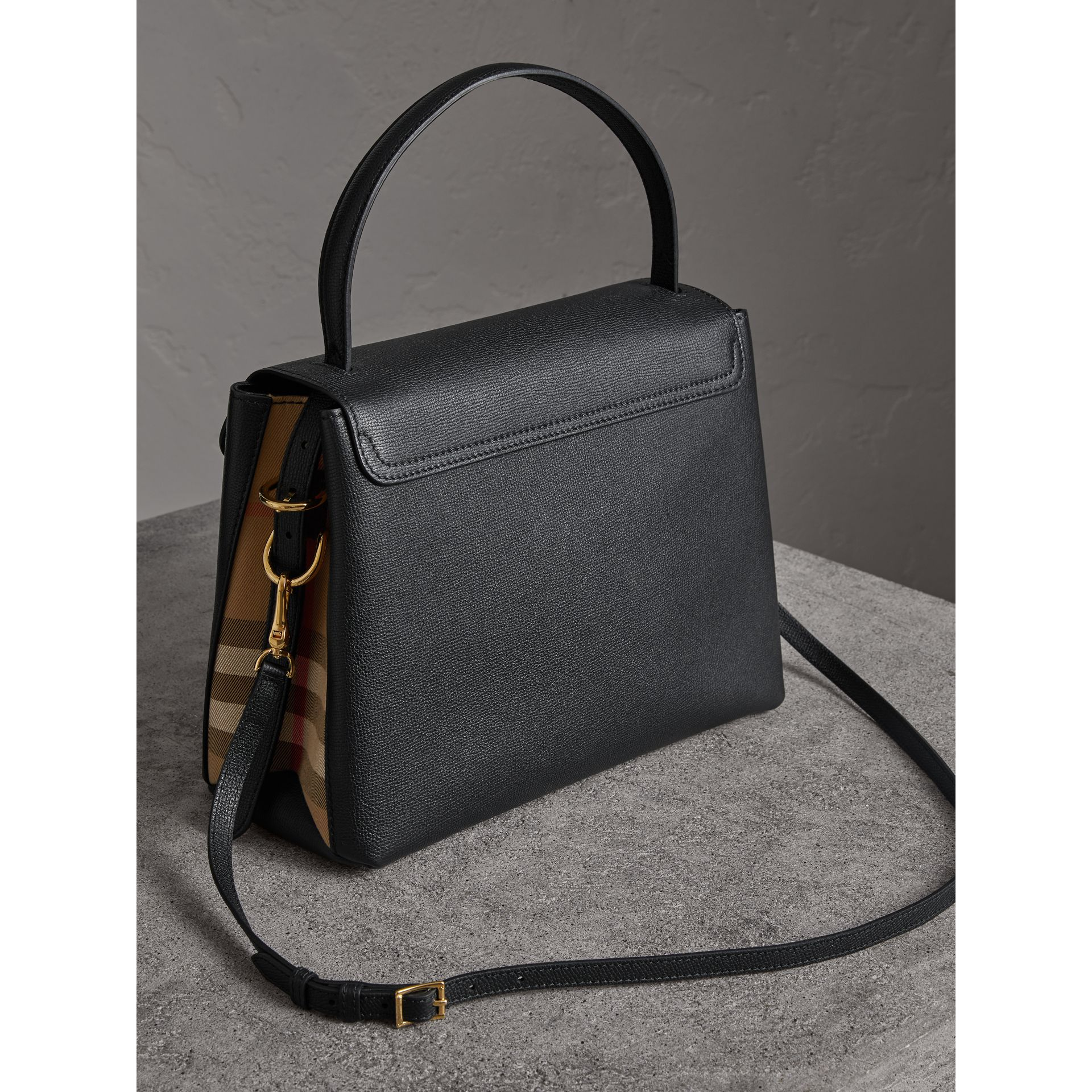 Sac tote medium en cuir grainé et coton House check (Noir) - Femme | Burberry Canada - photo de la galerie 4