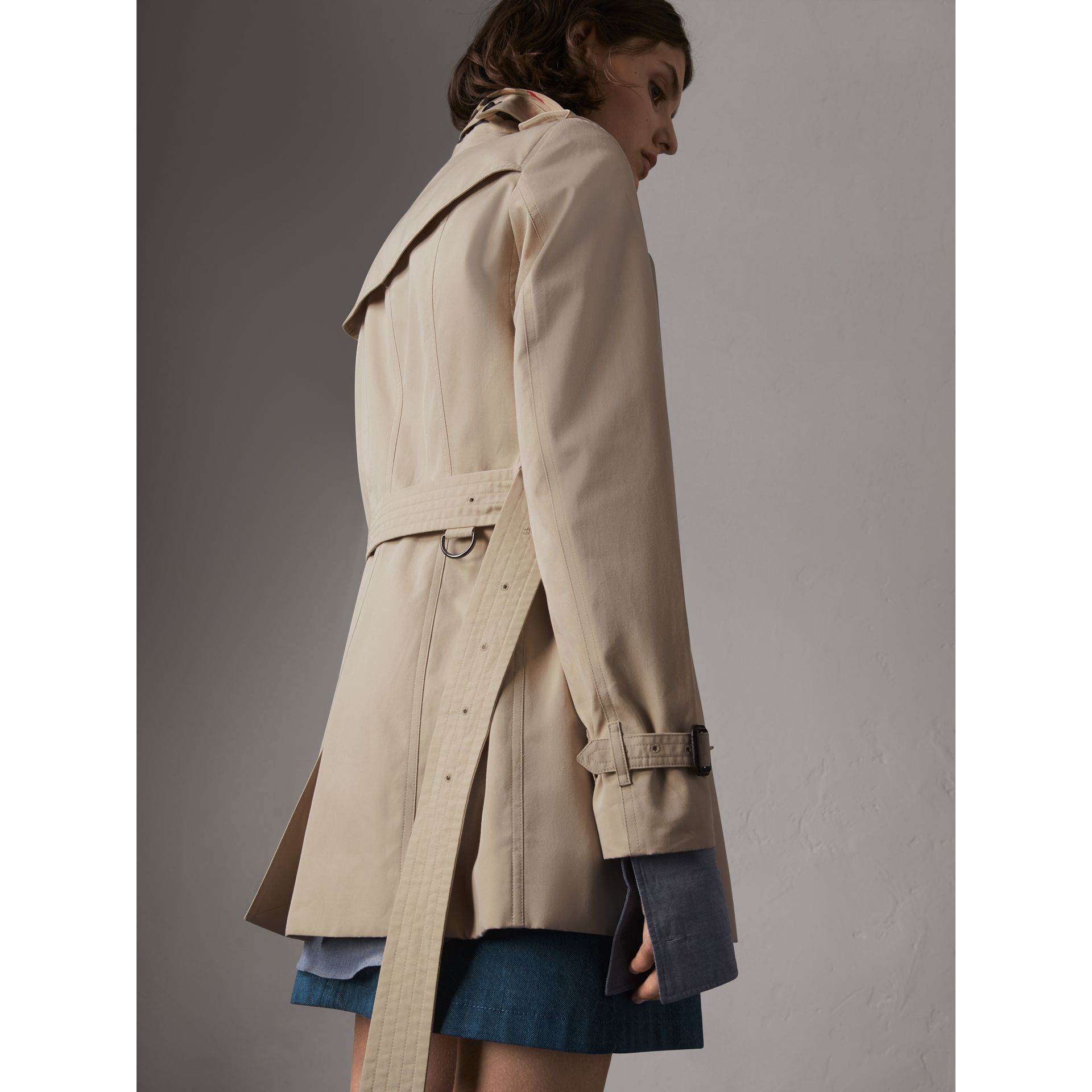 The Sandringham – Short Trench Coat in Stone - Women | Burberry Singapore - gallery image 3