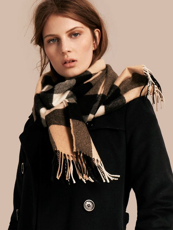 The Large Classic Cashmere Scarf in Check in Camel - cell image 2
