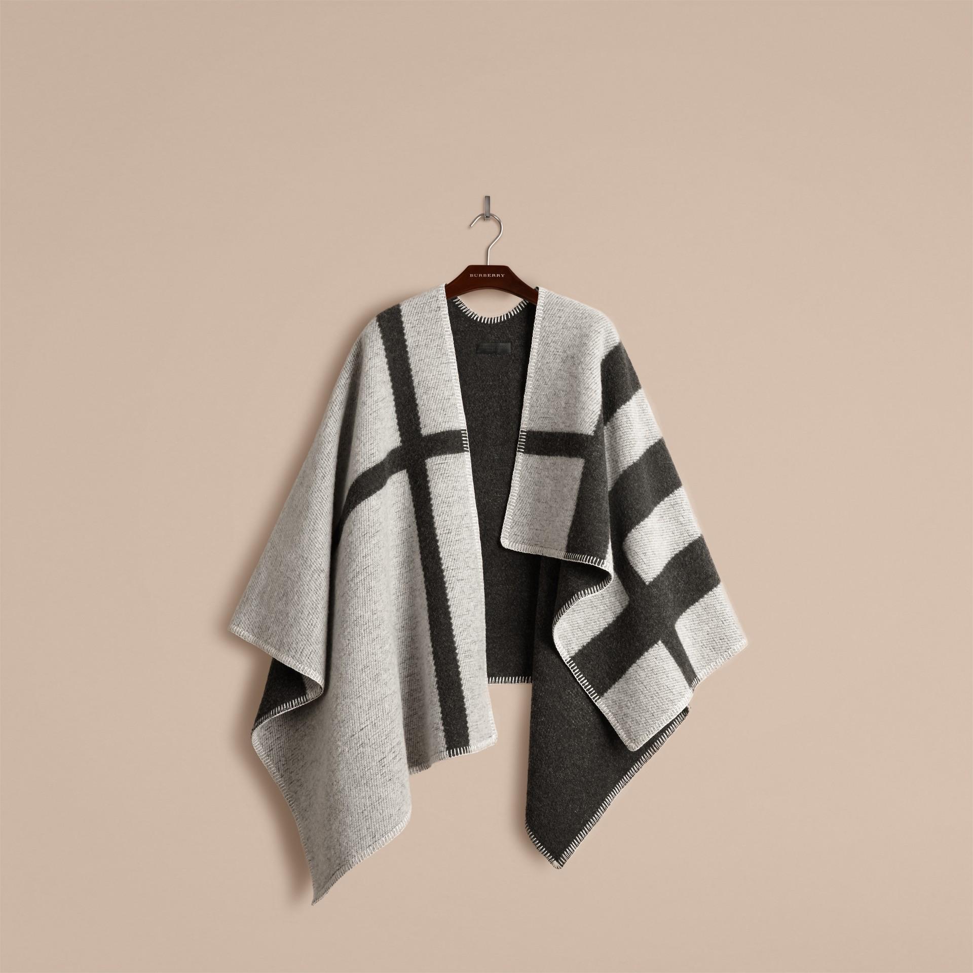 Bianco naturale Poncho coperta in lana e cashmere con motivo check Bianco Naturale - immagine della galleria 2