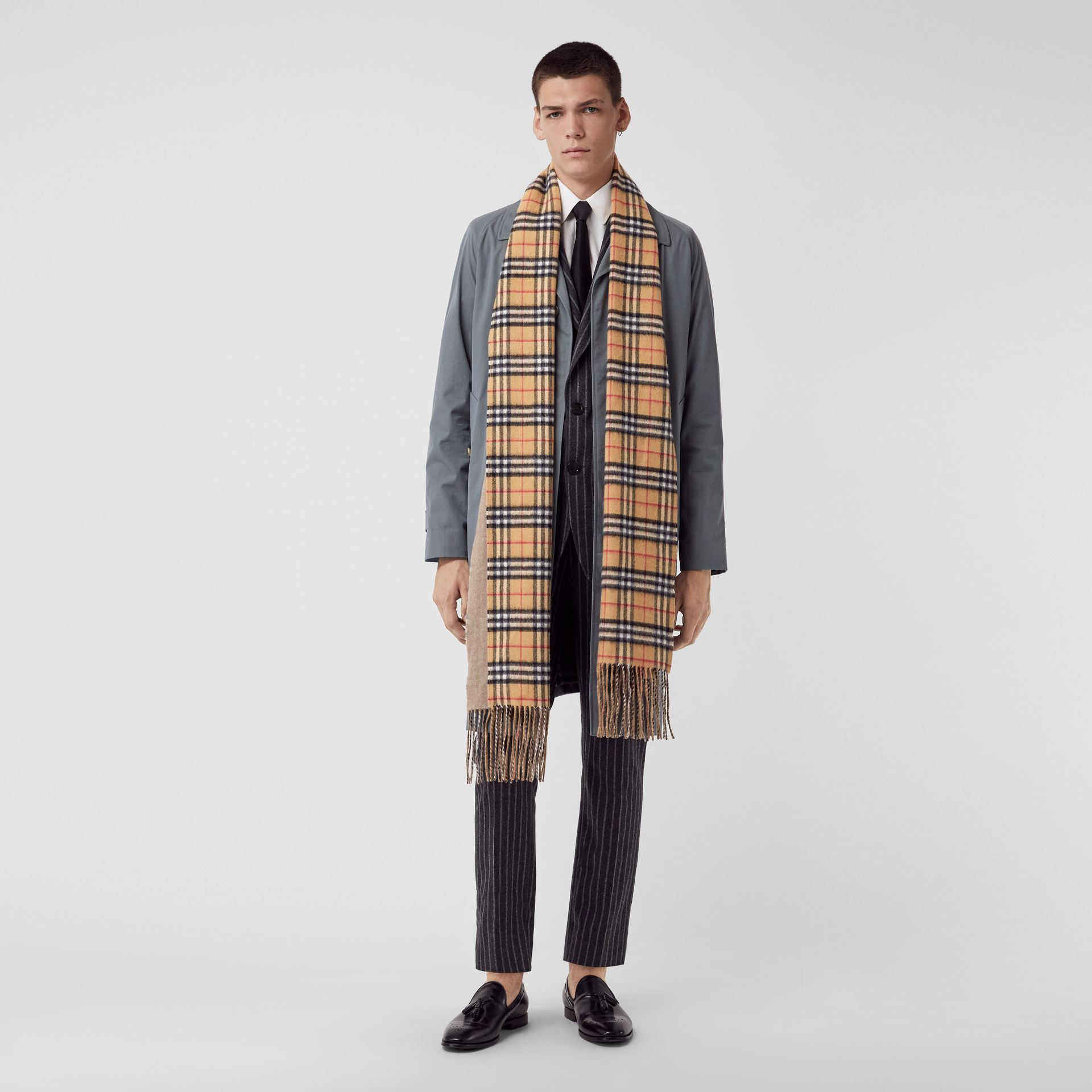 Long Reversible Vintage Check Double-faced Cashmere Scarf in Sandstone | Burberry United Kingdom - gallery image 3