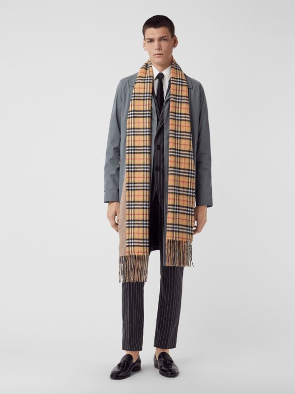 Long Reversible Vintage Check Double-faced Cashmere Scarf in Sandstone | Burberry United Kingdom - cell image 3
