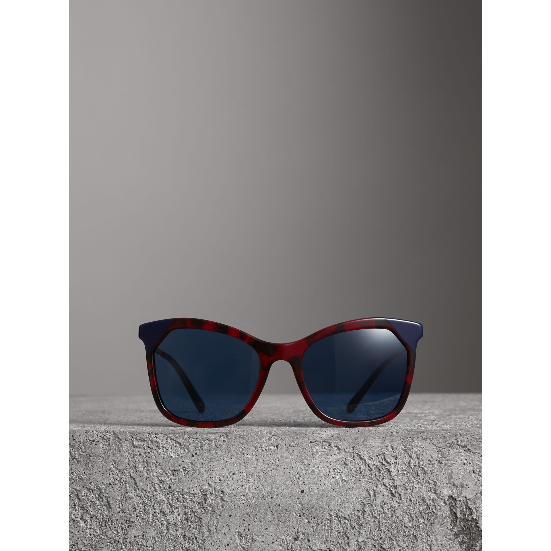 Marble-effect Square Frame Sunglasses in Red - Women | Burberry Australia - gallery image 3