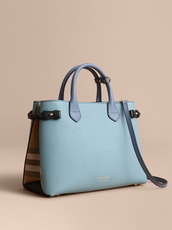 Sac The Banner medium en cuir tricolore et coton House check (Opale Pâle/bleu Ardoise)