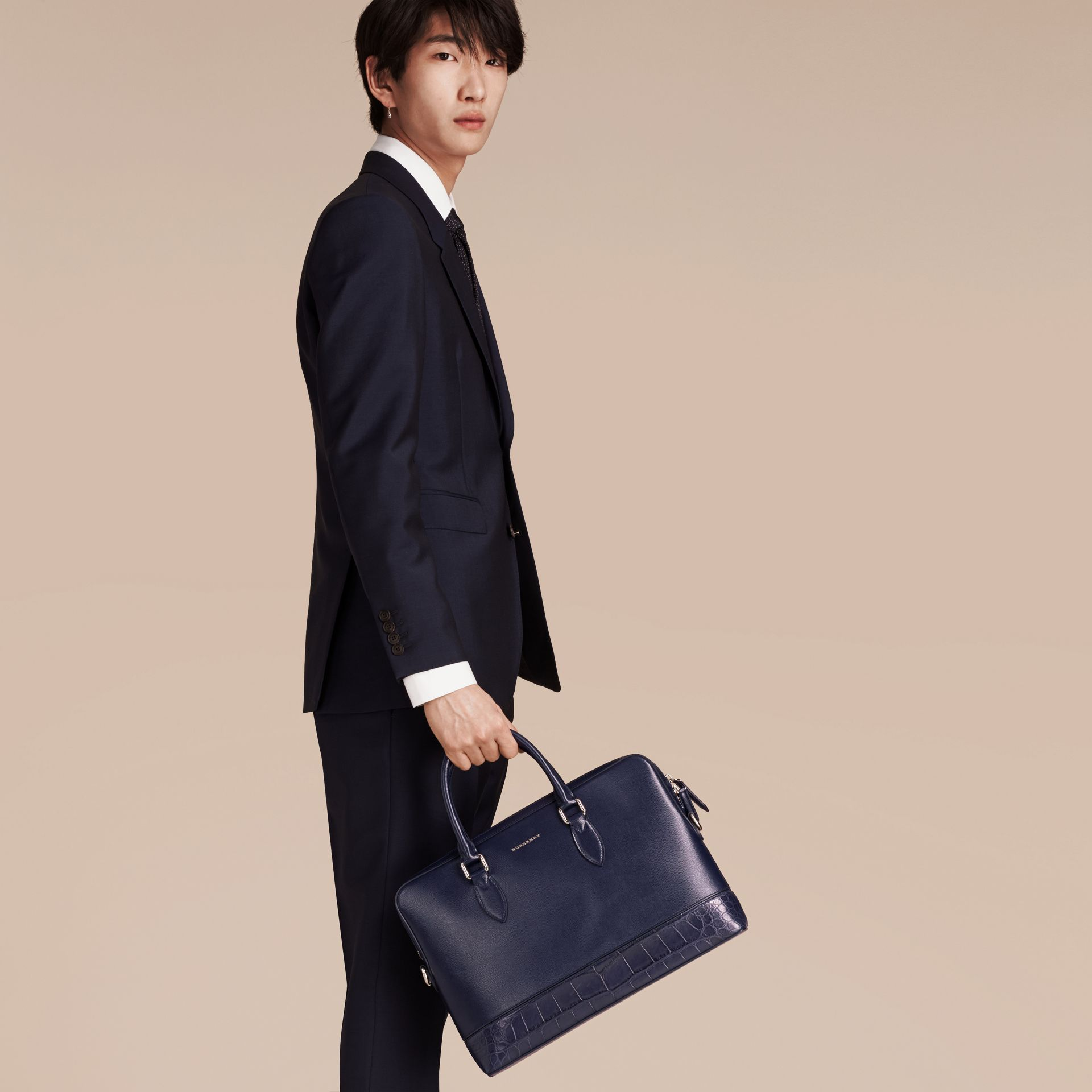 Sac The Barrow fin en cuir London et alligator (Marine Foncé) - Homme | Burberry - photo de la galerie 3