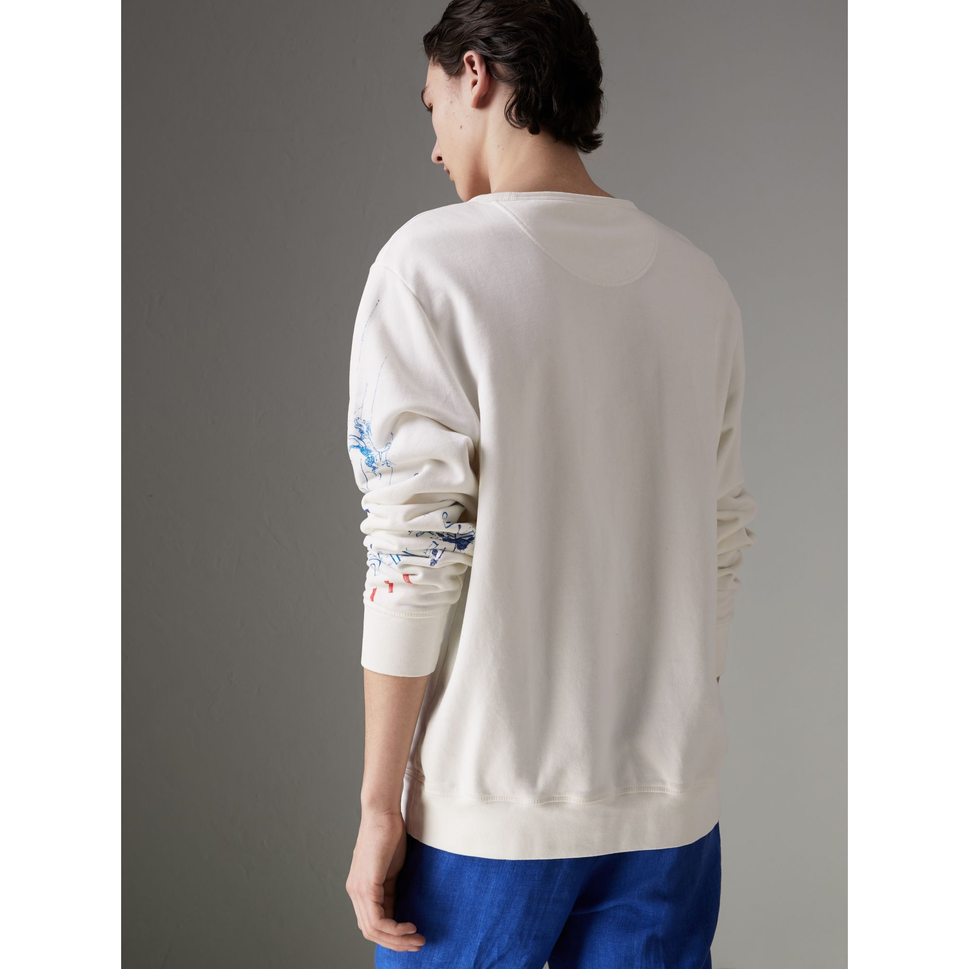 Sweat-shirt en coton à imprimé aventure (Blanc Naturel) - Homme | Burberry - photo de la galerie 2