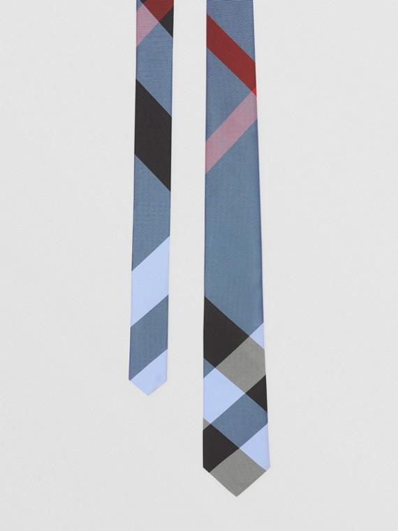 Gravata de seda com estampa xadrez em jacquard e corte clássico (Azul Aço Intenso)