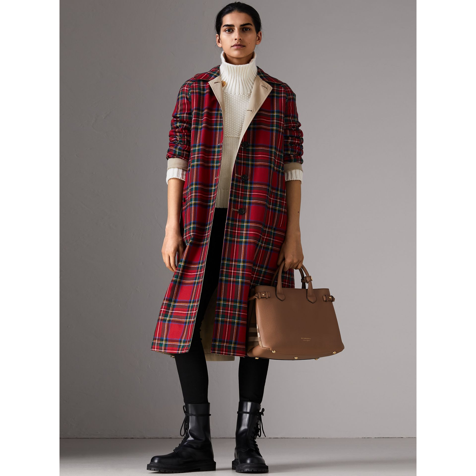 Sac The Banner medium en cuir et coton House check (Sable Foncé) - Femme | Burberry - photo de la galerie 2