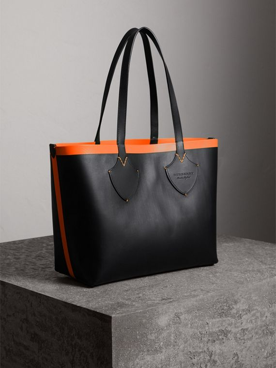 The Medium Giant Reversible Tote in Canvas and Leather in Black/neon Orange | Burberry - cell image 3