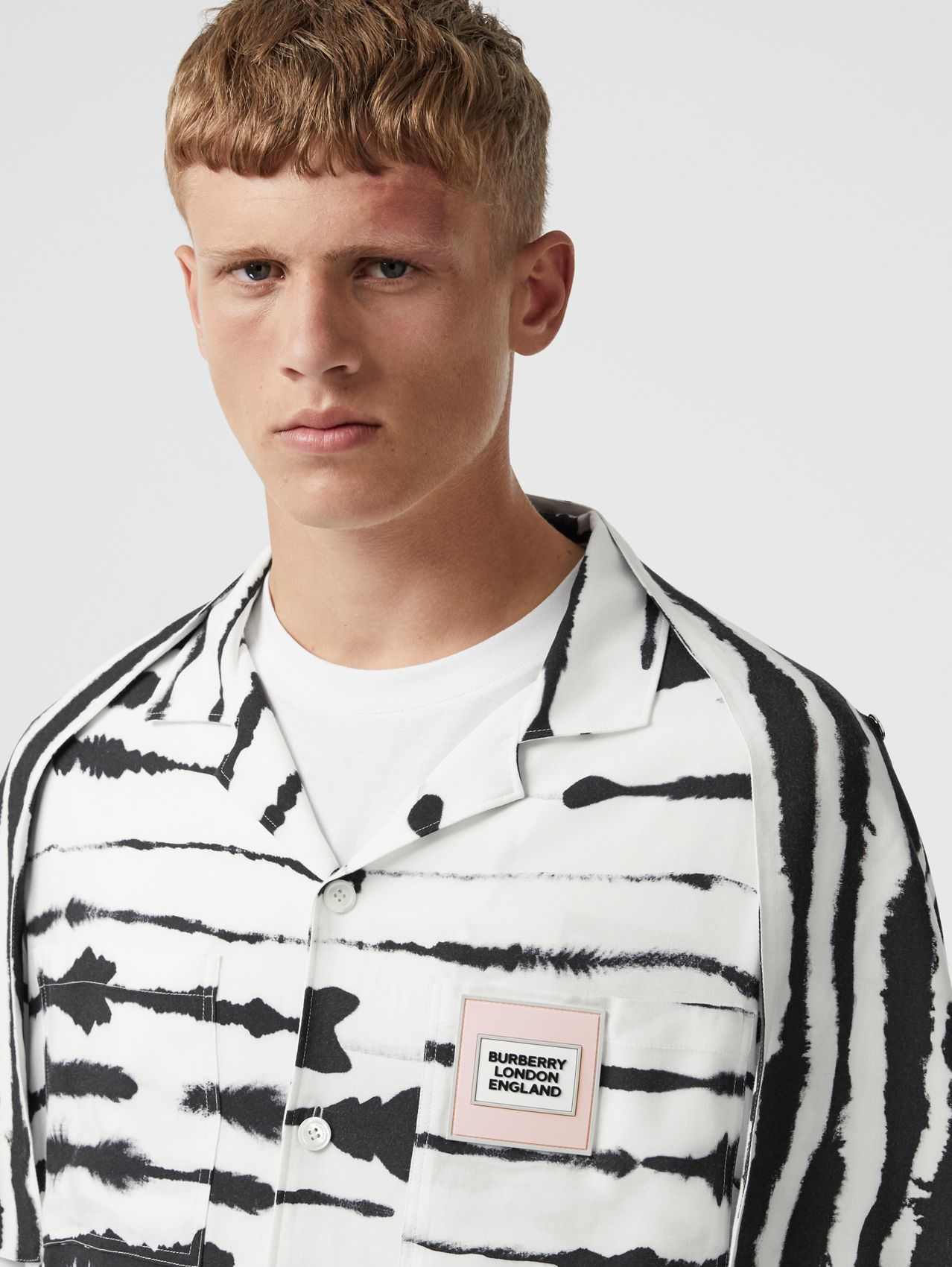 Short-sleeve Cape Detail Watercolour Print Twill Shirt in Monochrome