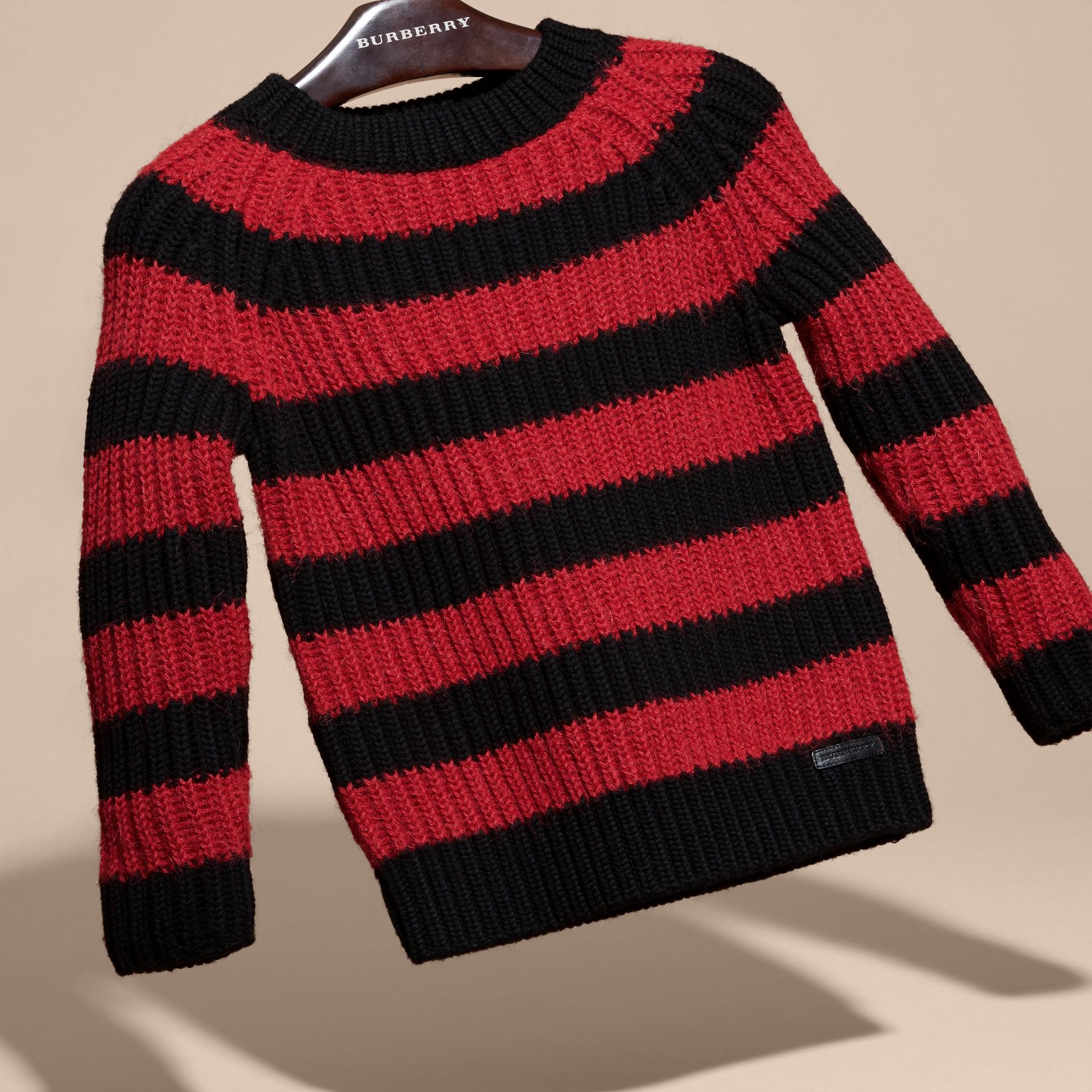 Rouge parade Pull rayé en laine mérinos et laine d'alpaga mélangées - photo de la galerie 3