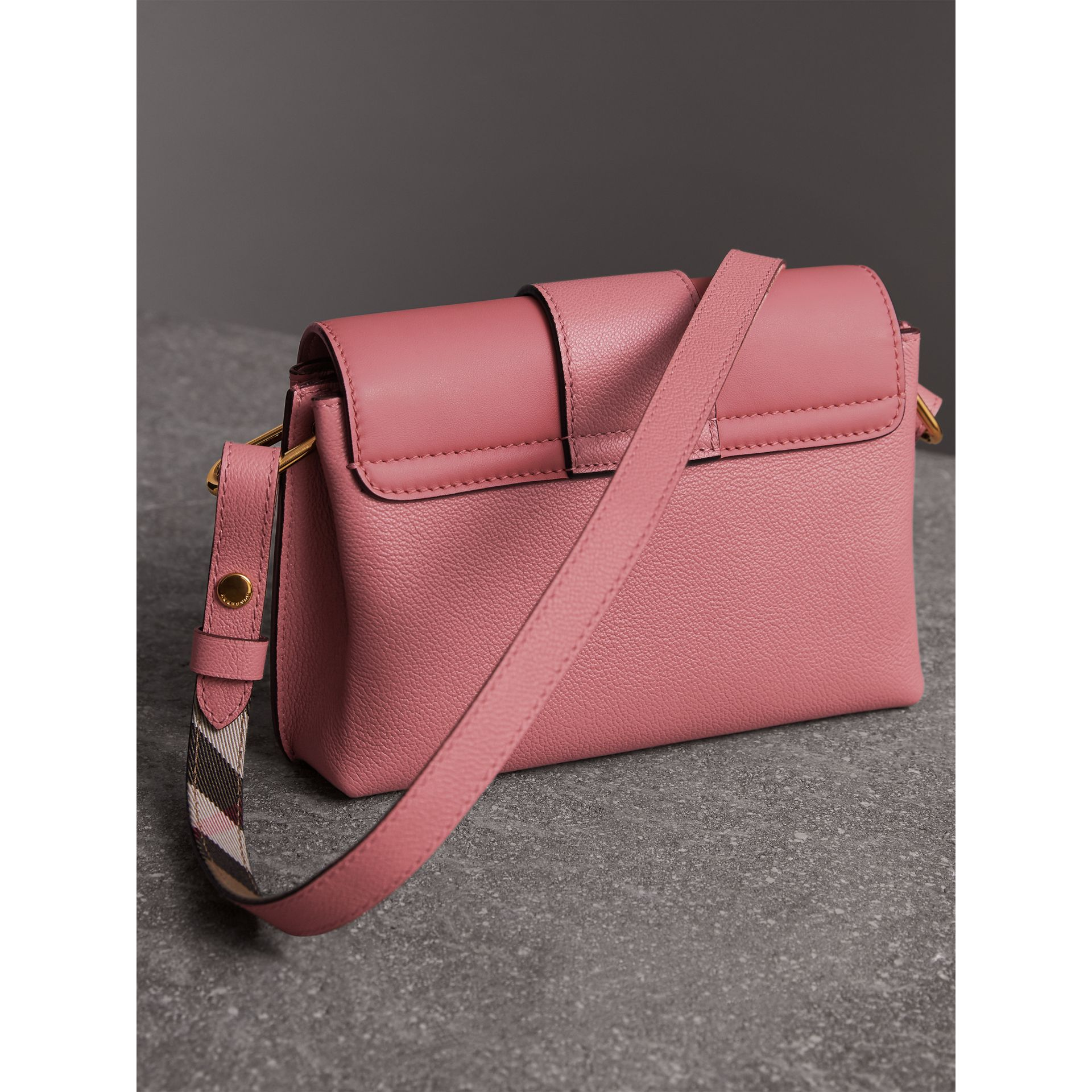 The Buckle Crossbody Bag in Leather in Dusty Pink - Women | Burberry Singapore - gallery image 5
