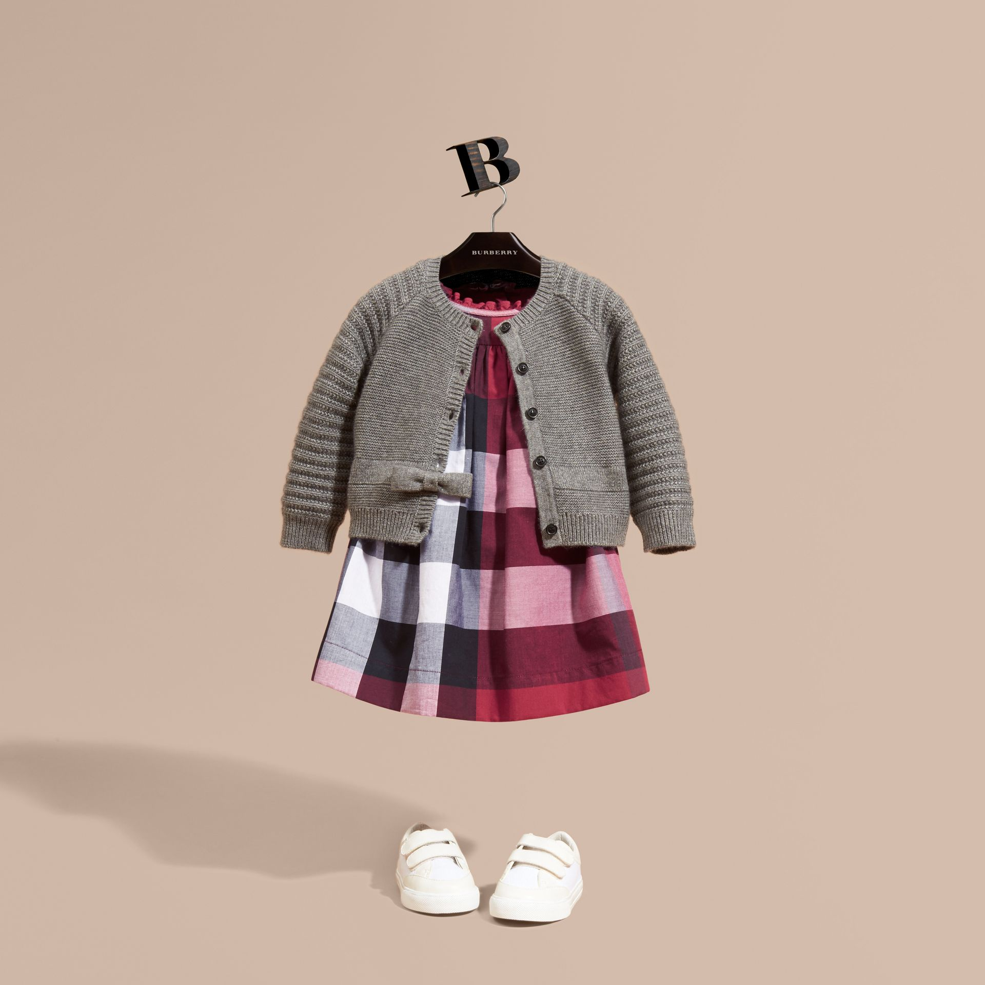 Camaïeu de gris moyens Cardigan en coton et cachemire multi-points - photo de la galerie 1