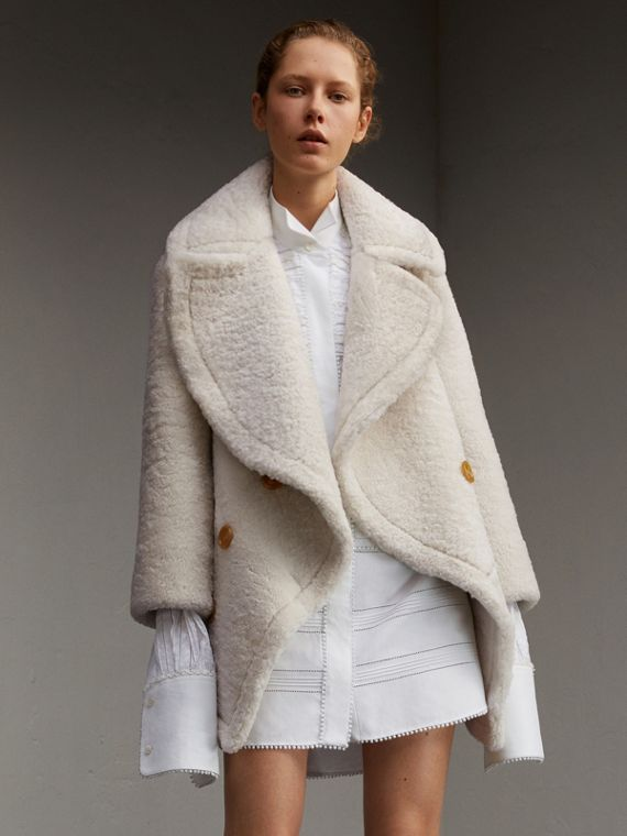 Pea coat in peluche di shearling con collo oversize