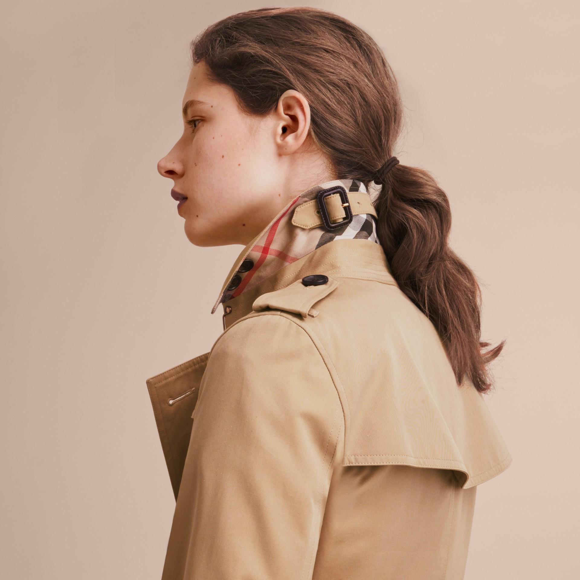 Mel The Kensington – Trench coat Heritage médio Mel - galeria de imagens 7
