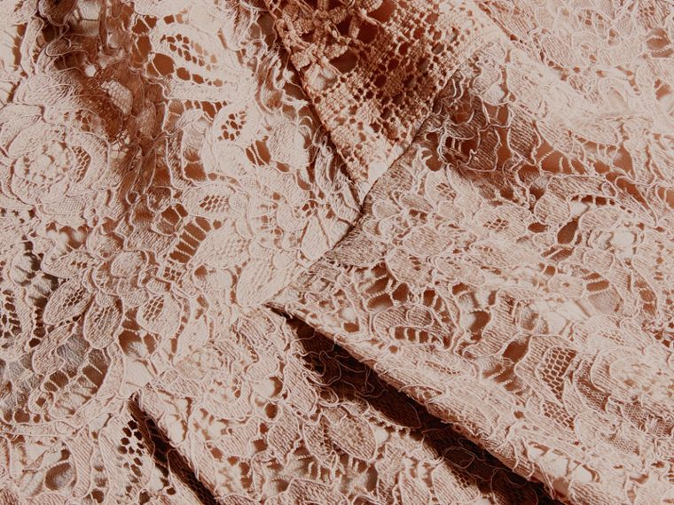 Rose taupe antique Robe en dentelle italienne - cell image 1