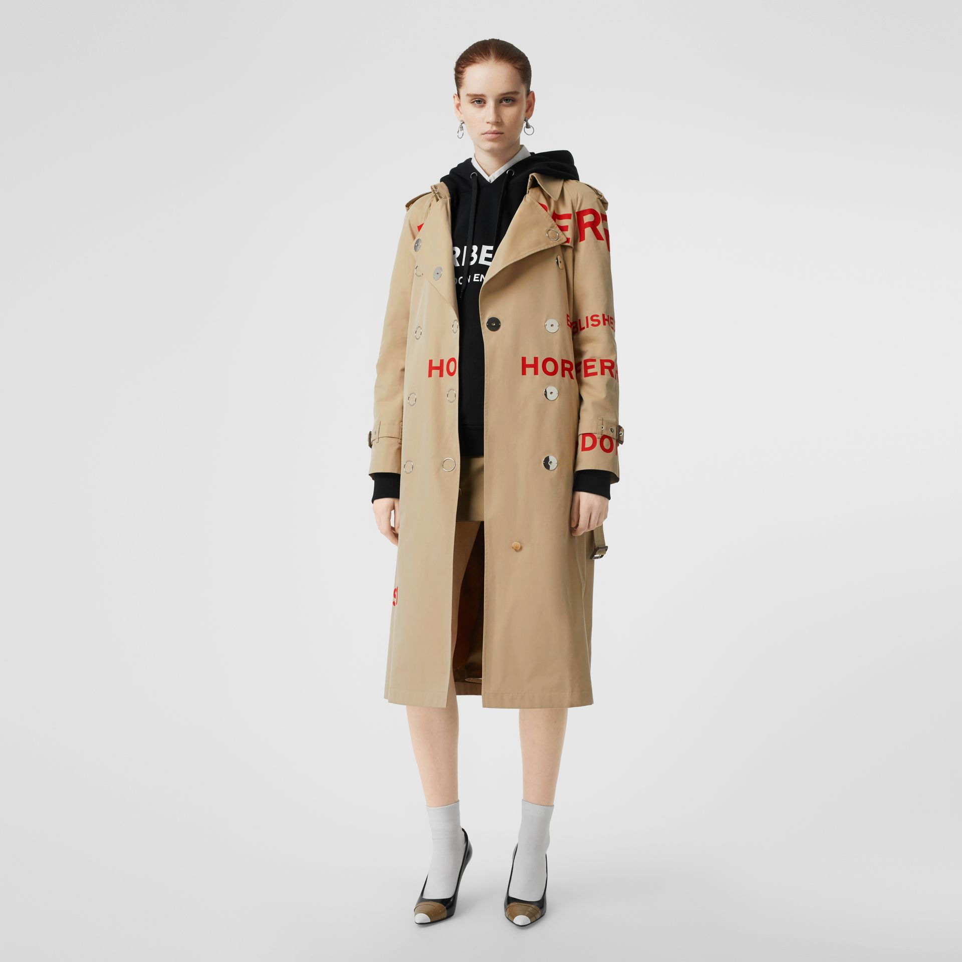 Trench coat in gabardine di cotone con stampa Horseferry (Miele) - Donna | Burberry - immagine della galleria 0