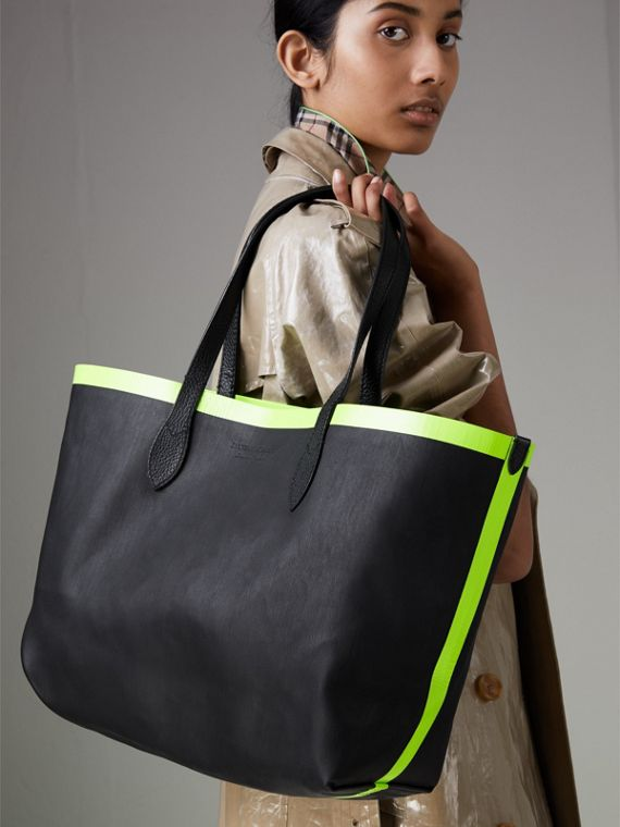 The Medium Giant Reversible Tote in Canvas and Leather in Black/neon Yellow | Burberry - cell image 3