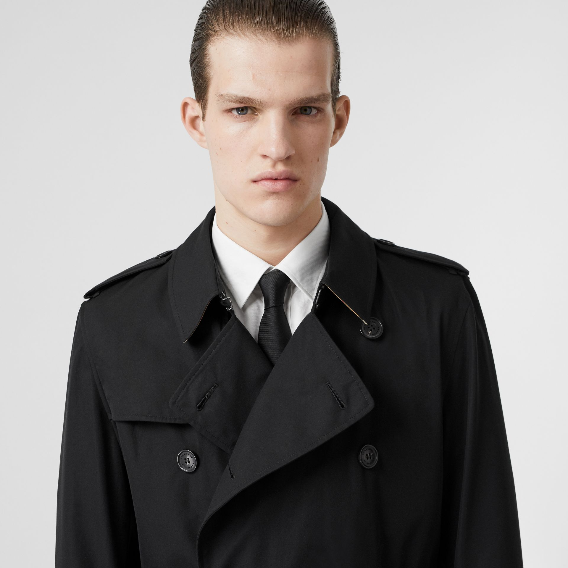 The Kensington Heritage Trench Coat in Black | Burberry - gallery image 1