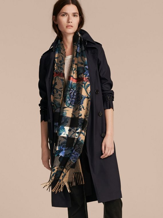 Reversible Floral Print and Check Cashmere Scarf - cell image 2
