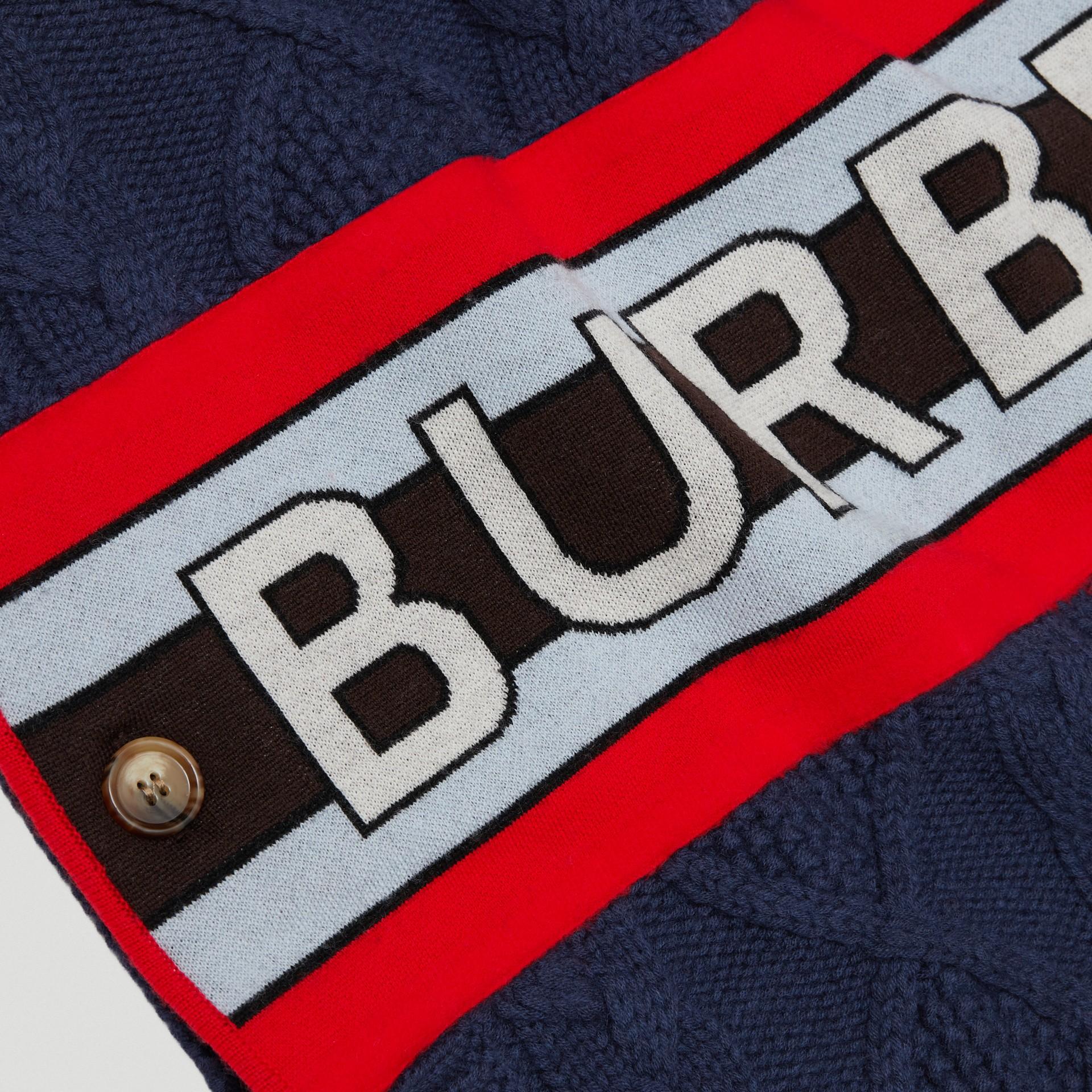 로고 패널 케이블 니트 울 캐시미어 판초 (네이비) | Burberry - 갤러리 이미지 1