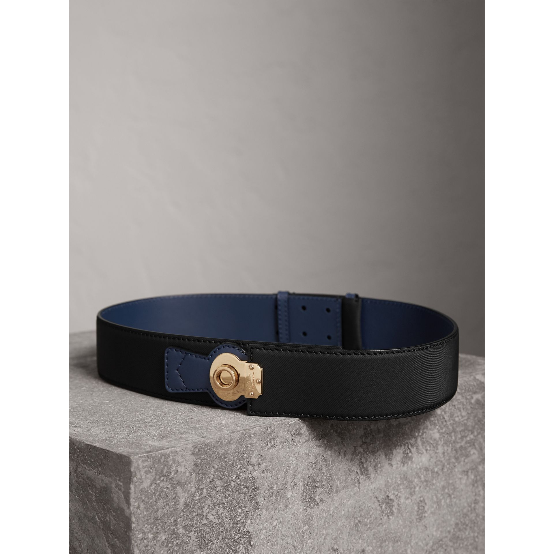 Two-tone Trench Leather Belt in Black / Ink Blue - Women | Burberry - gallery image 2