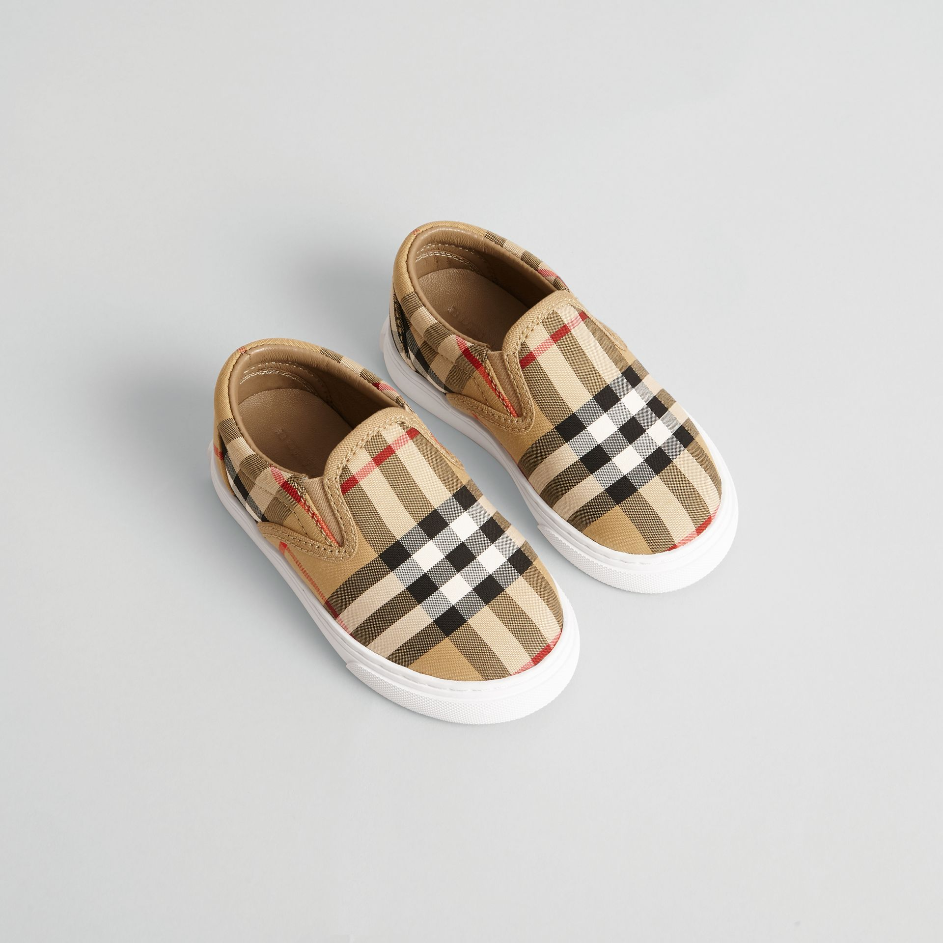 Sneakers sans lacets en cuir à motif Vintage check (Jaune Antique/blanc Optique) - Enfant | Burberry Canada - photo de la galerie 0