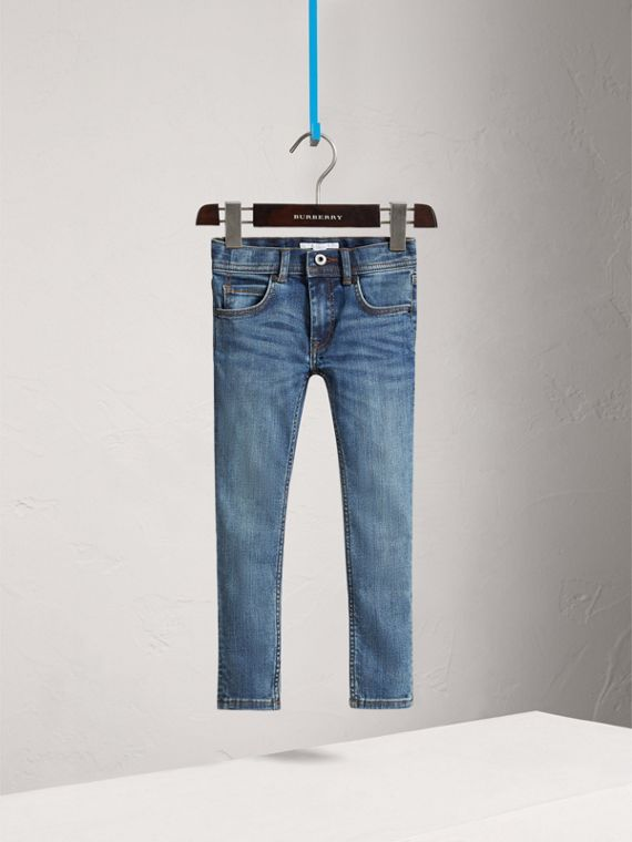Jeans attillati in denim stretch (Indaco Medio)