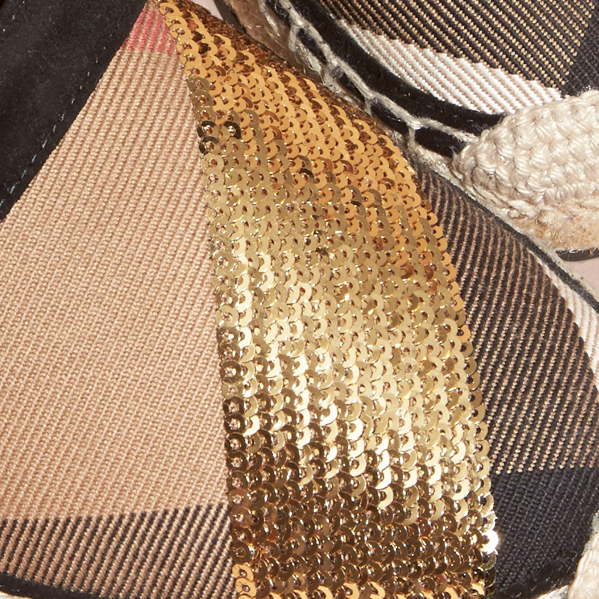 House 格紋/金色 亮片皮革拼 House 格紋麻織涼鞋 格紋/金色 - 圖庫照片 2