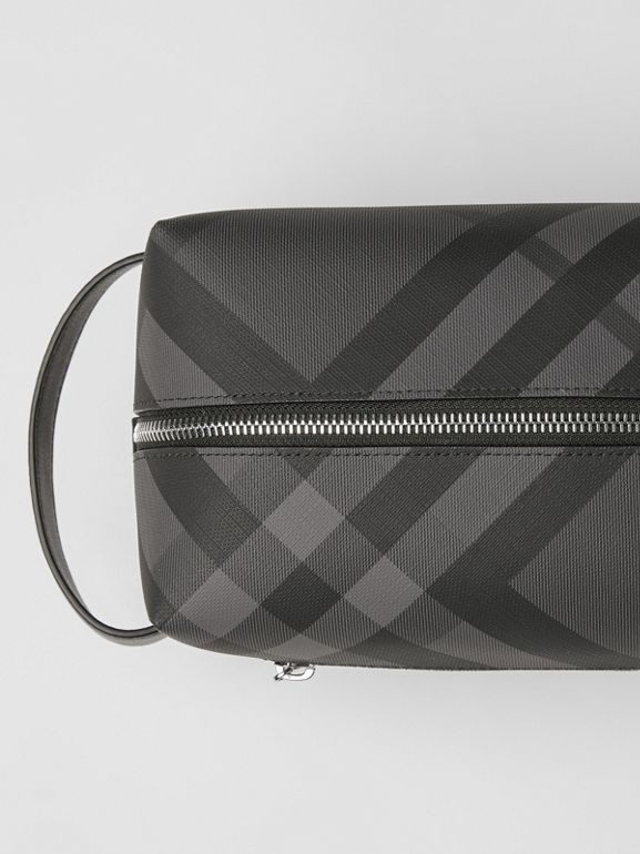Trousse con pelle e motivo London check (Nero Fumo/nero) - Uomo | Burberry - cell image 1
