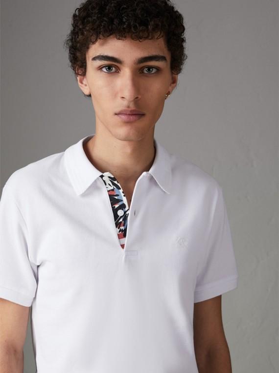 Poloshirt aus Baumwollpiqué mit Grafikdetail (Weiss)