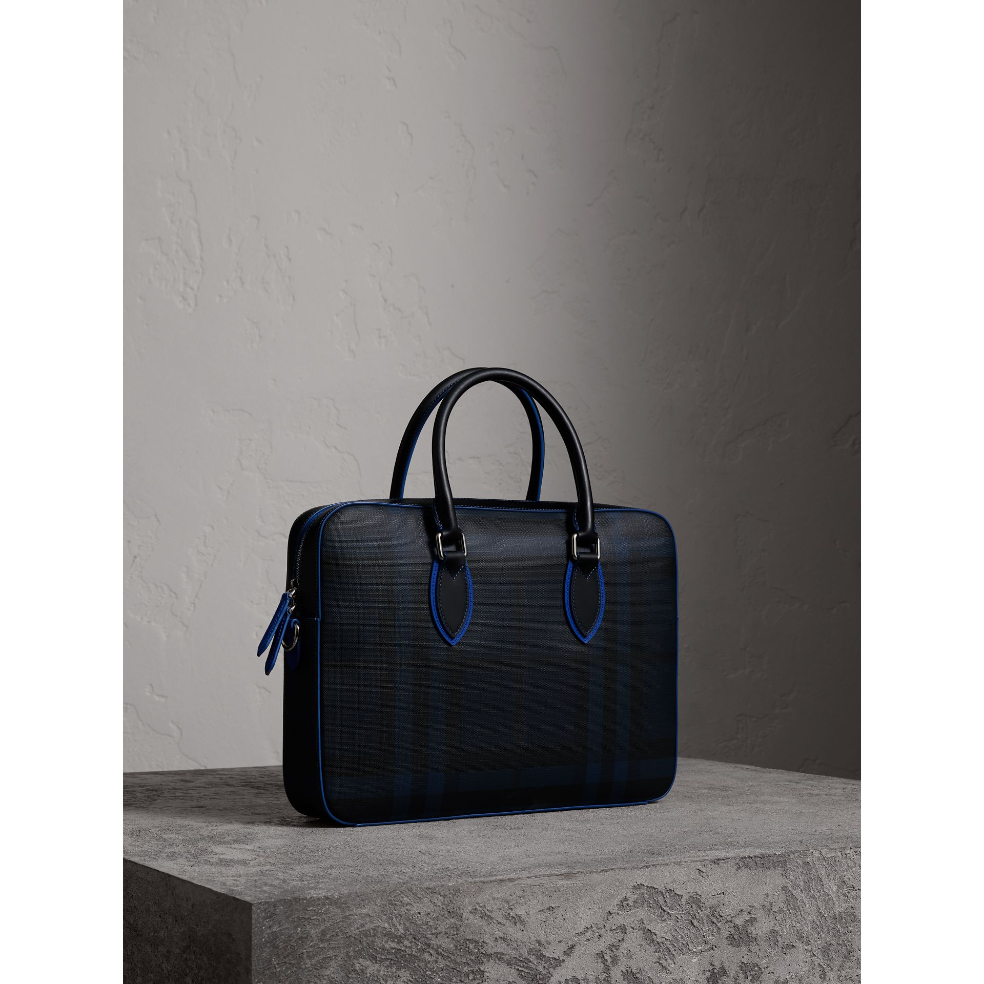 Attaché-case moyen à motif London check avec détails en cuir (Marine/bleu) - Homme | Burberry - photo de la galerie 6
