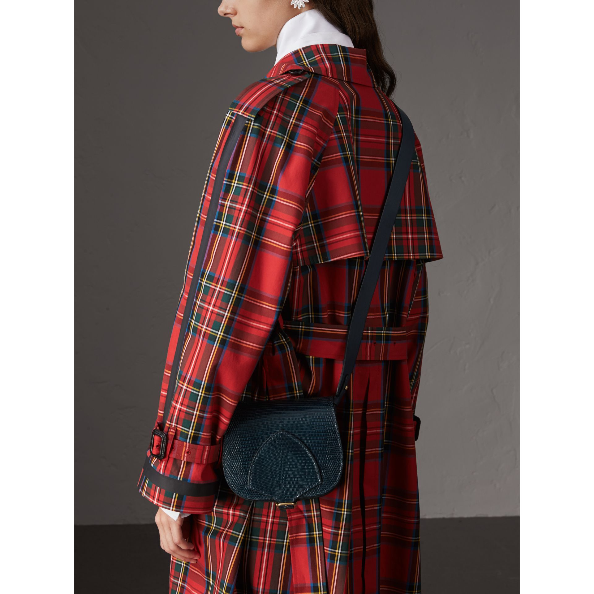 Sac The Satchel en lézard (Marine) - Femme | Burberry - photo de la galerie 4