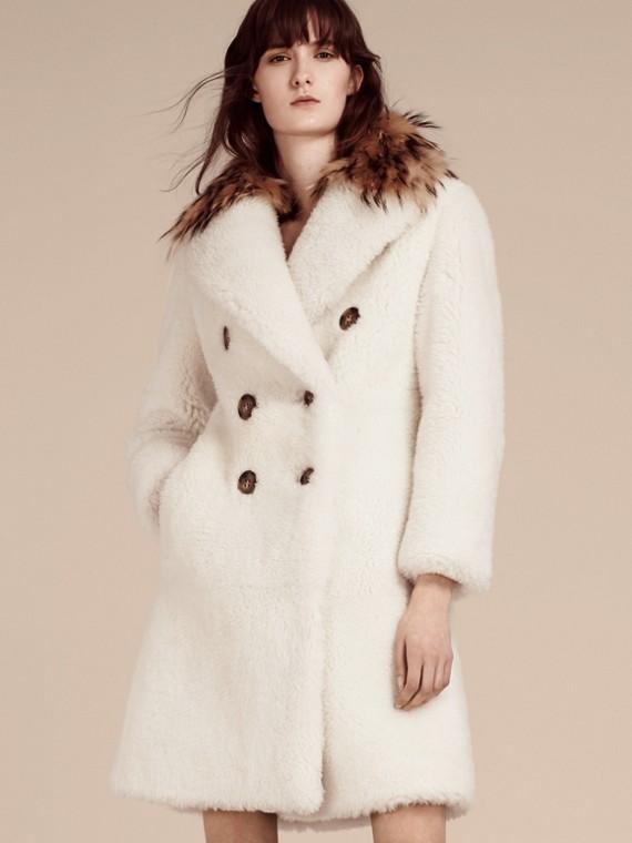 Manteau à double boutonnage en shearling