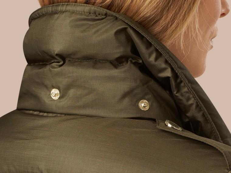 Темно-оливковый Пуховое пальто с меховой опушкой Темно-оливковый - cell image 4