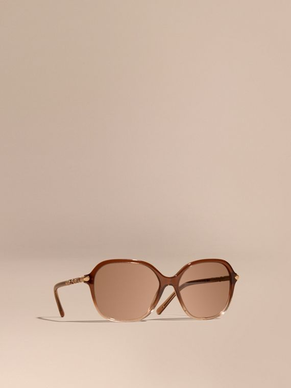 Check Detail Round Frame Sunglasses Brown