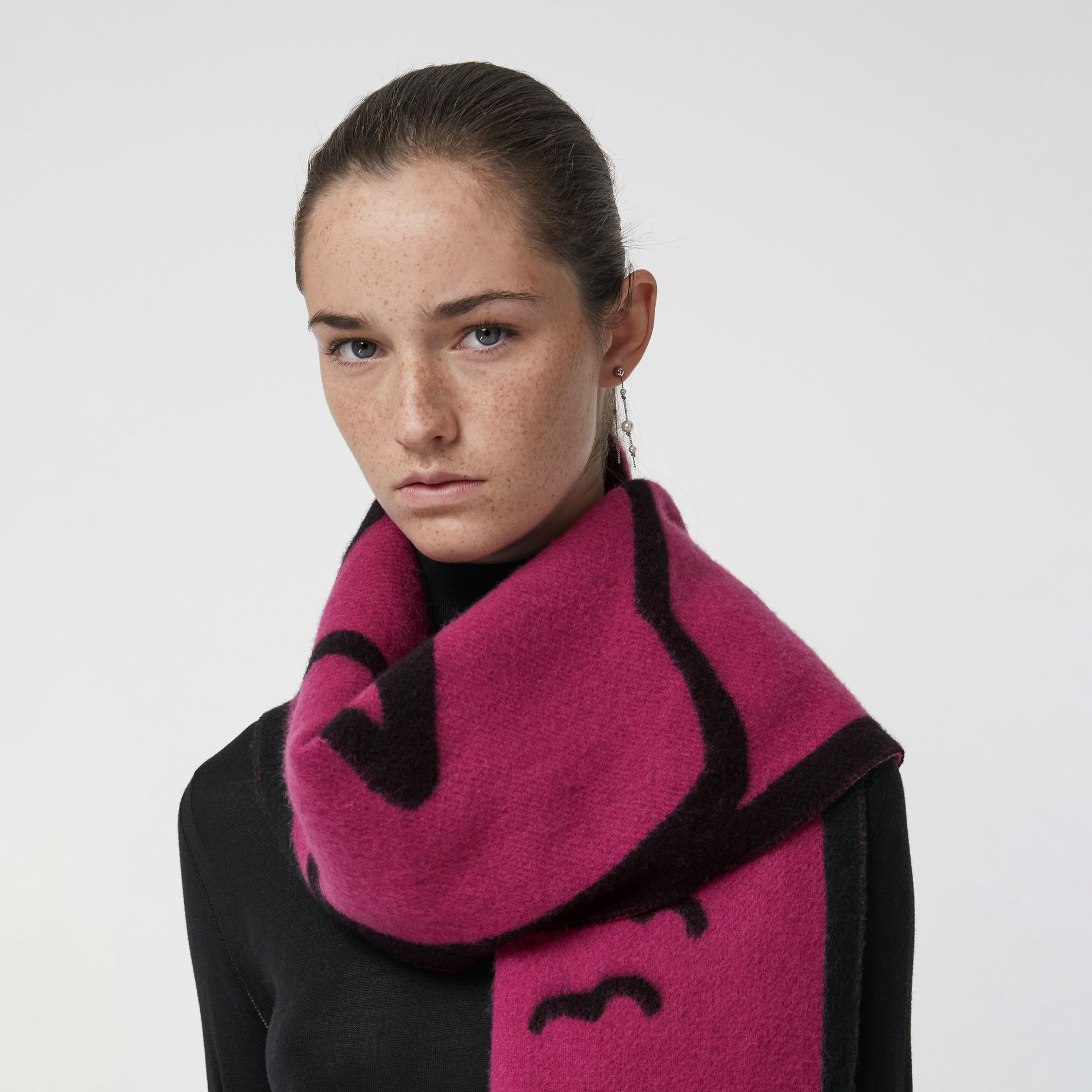 London Street Art Wool Cashmere Jacquard Scarf in Plum Pink | Burberry - gallery image 3