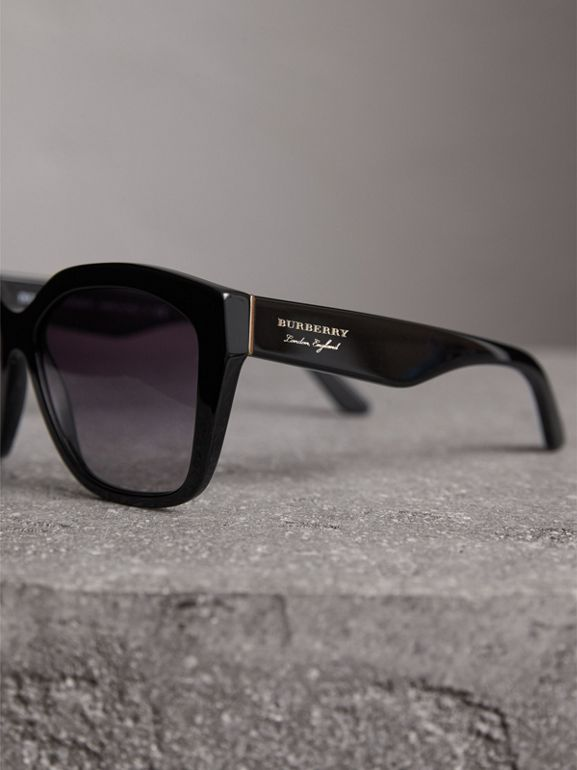 Square Frame Sunglasses in Black - Women | Burberry United States - cell image 1