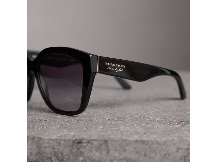 Square Frame Sunglasses in Black - Women | Burberry Hong Kong - cell image 1
