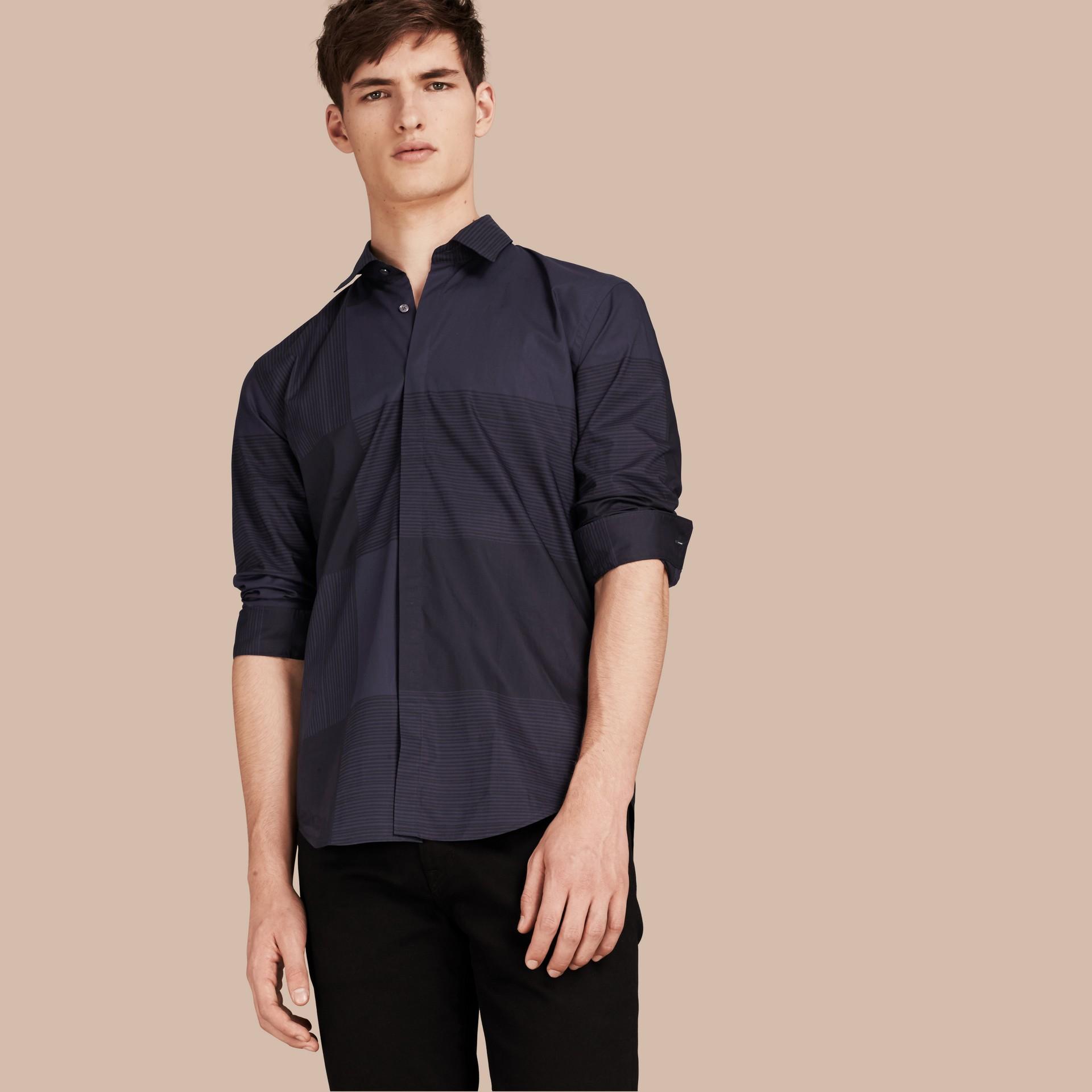 海軍藍 格紋棉質襯衫 海軍藍 - 圖庫照片 1
