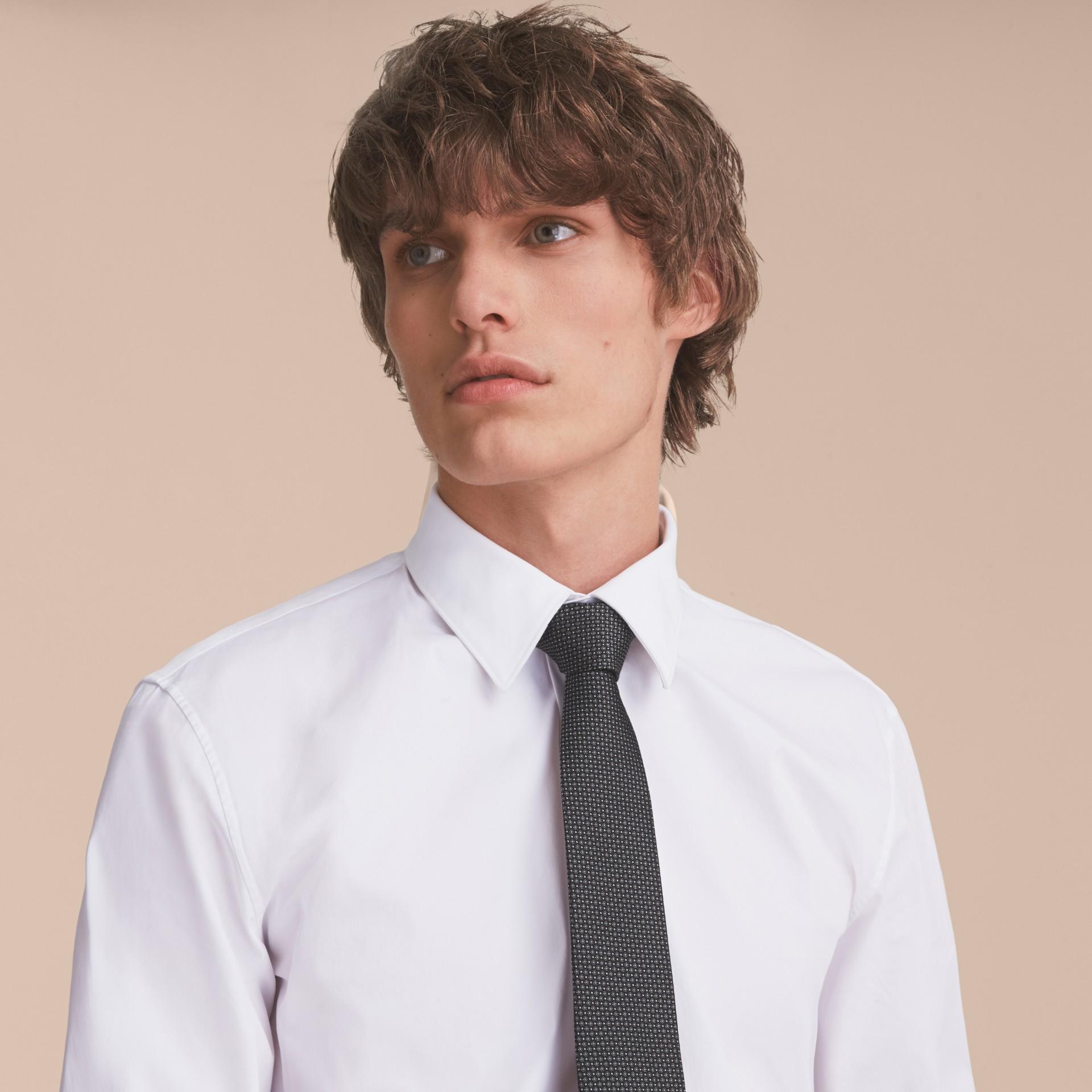 Schwarz Modern geschnittene Krawatte aus gemusterter Seide Schwarz - Galerie-Bild 3