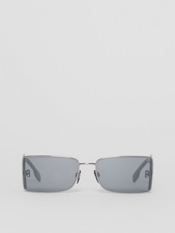 'B' Lens Detail Rectangular Frame Sunglasses in Gun Metal Grey