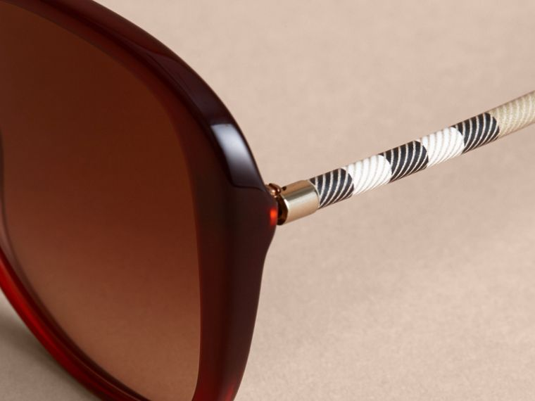 Check Detail Butterfly Frame Sunglasses Oxblood - cell image 1