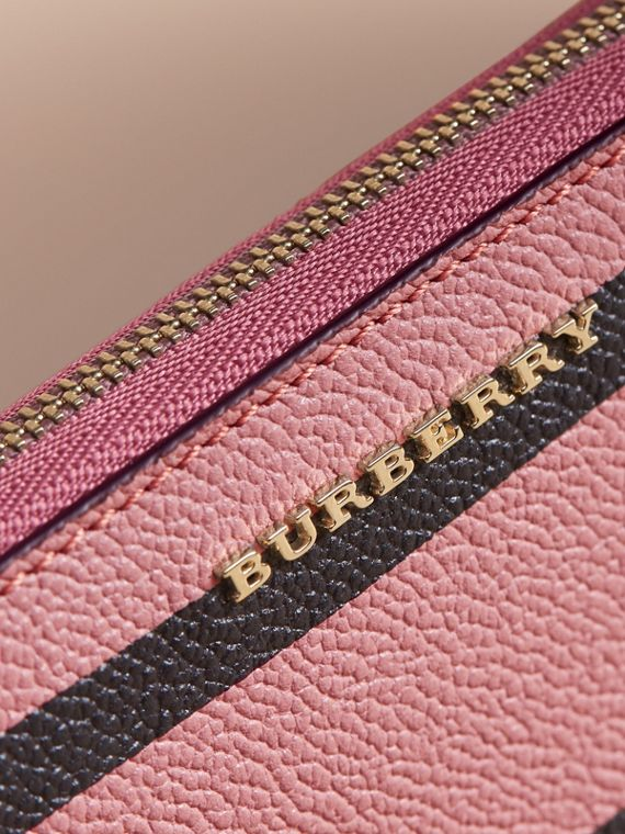 Trompe L'oeil Print Leather Ziparound Wallet in Dusty Pink - Women | Burberry - cell image 2