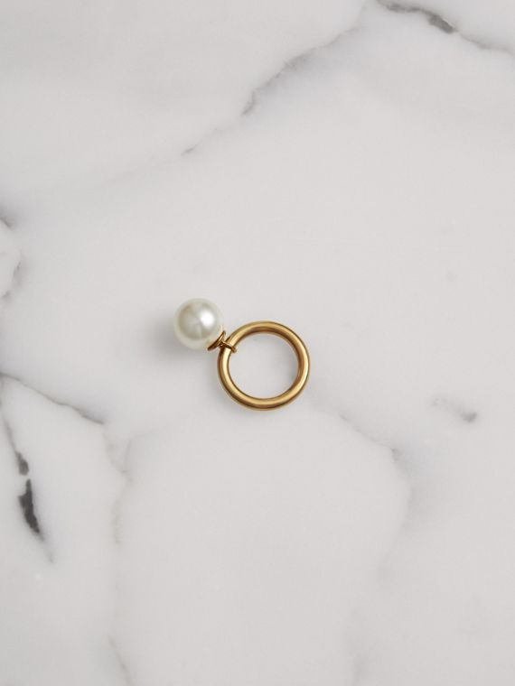 Faux Pearl Charm Gold-plated Ring in Light Gold/white