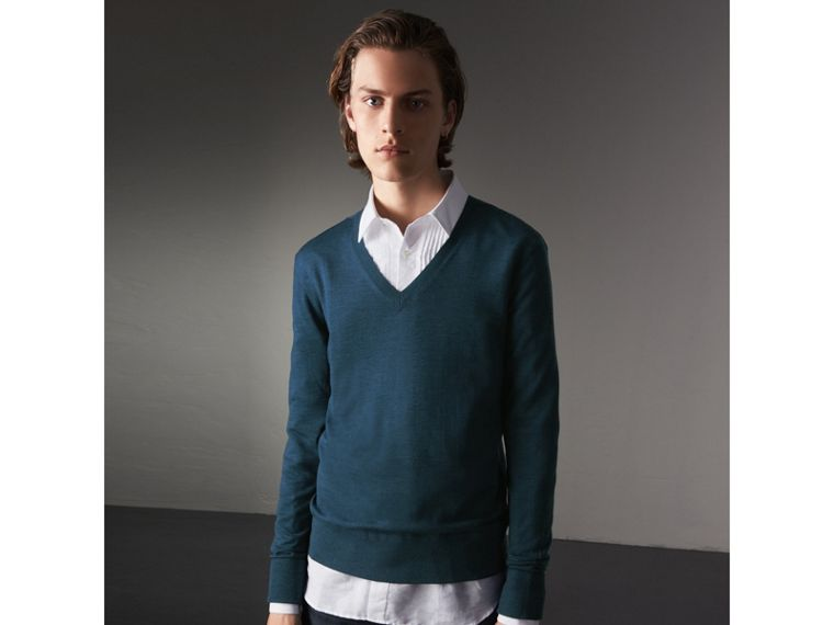 Merino Wool V-neck Sweater in Steel Blue - Men | Burberry Singapore - cell image 4