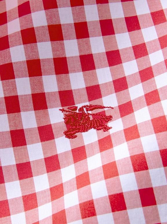 Camisa de algodão com colarinho abotoado e estampa xadrez Gingham (Vermelho Paixão) - Homens   Burberry - cell image 1