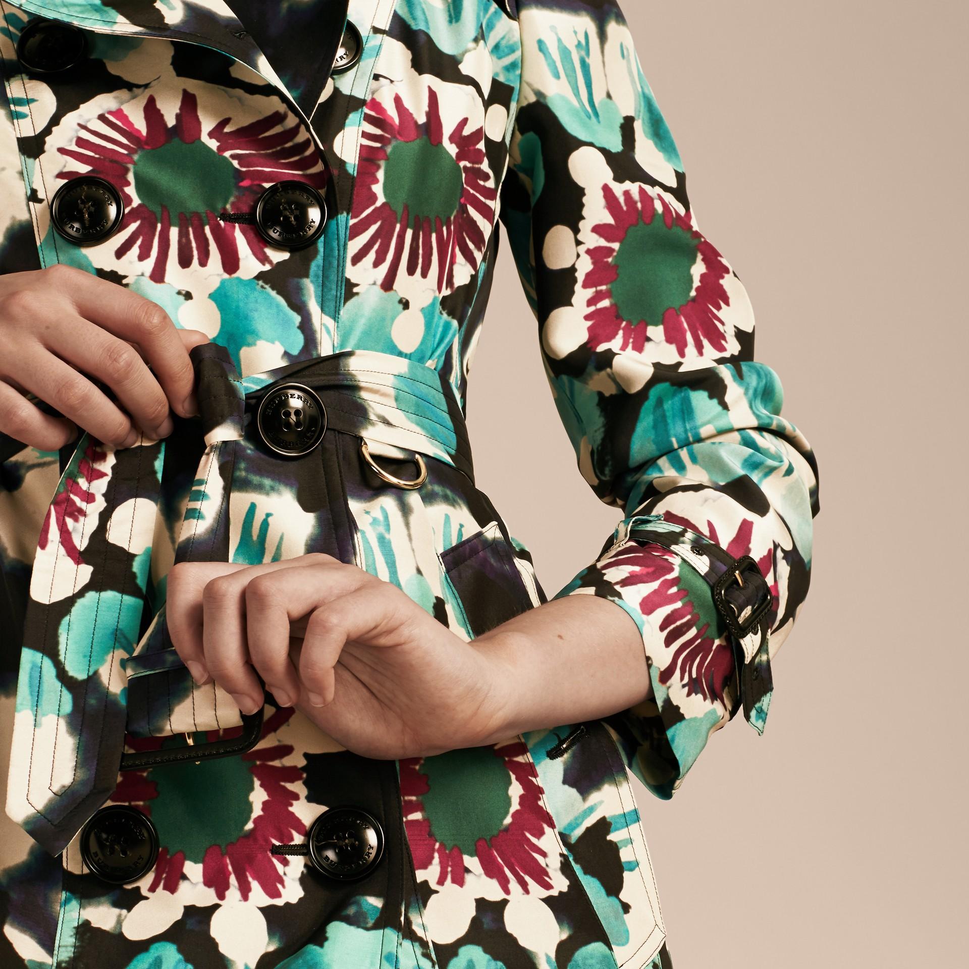 Marine Trench-coat en soie avec imprimé tie and dye - photo de la galerie 6
