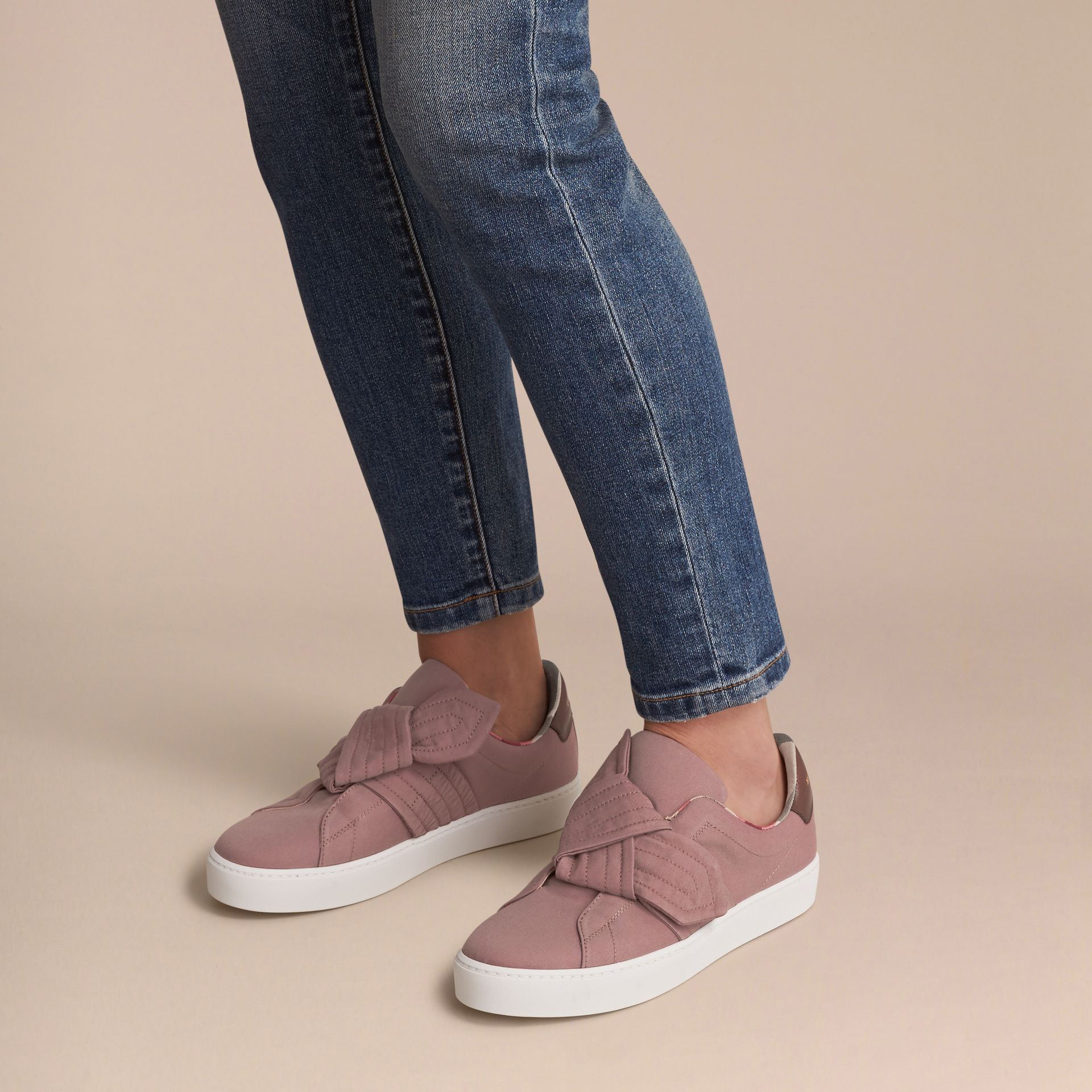 Sneakers avec nœud trench (Rose Antique) - Femme | Burberry - photo de la galerie 3