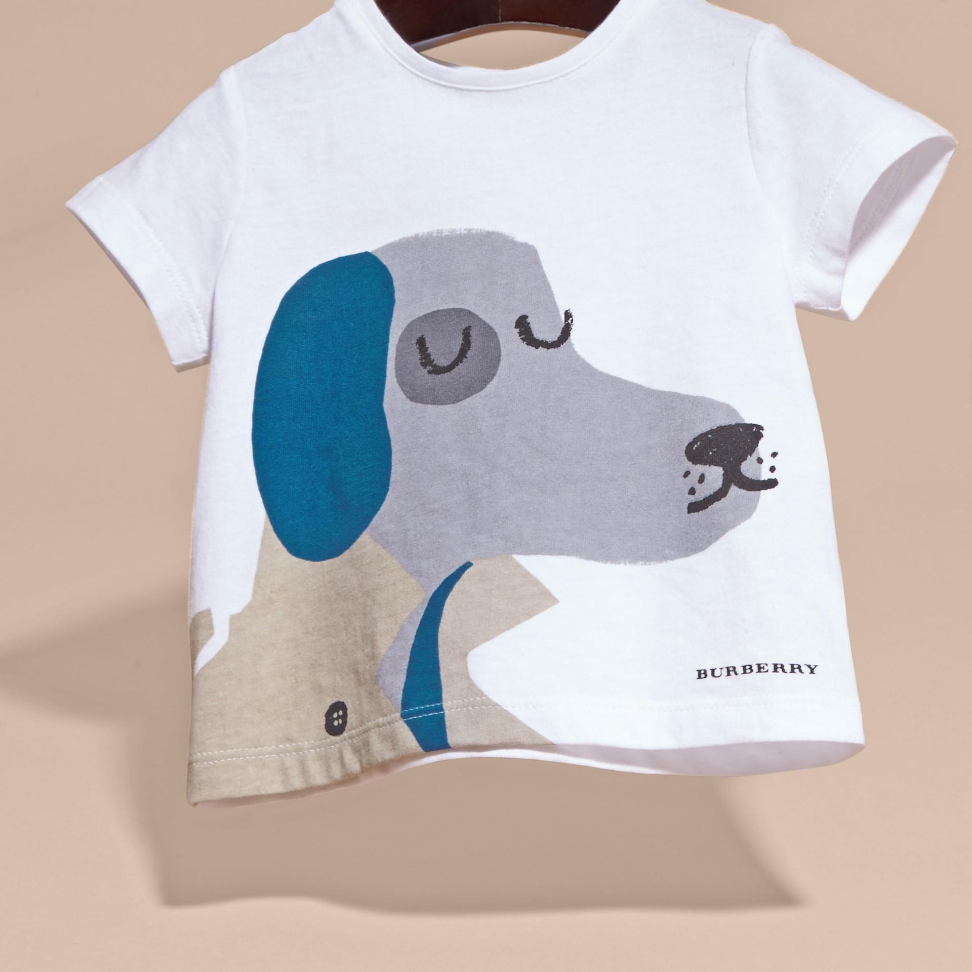 Bianco T-shirt in cotone con cane - immagine della galleria 3
